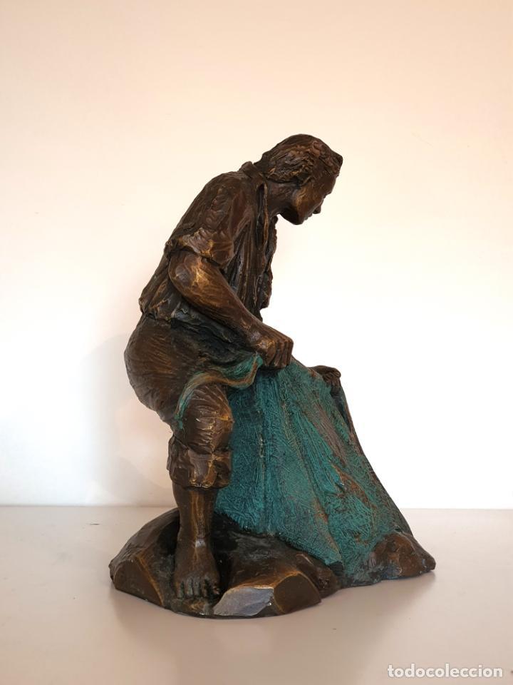 Arte: Escultura figura torero de resina patinada en bronce muy trabajada firmada - Foto 4 - 186224405