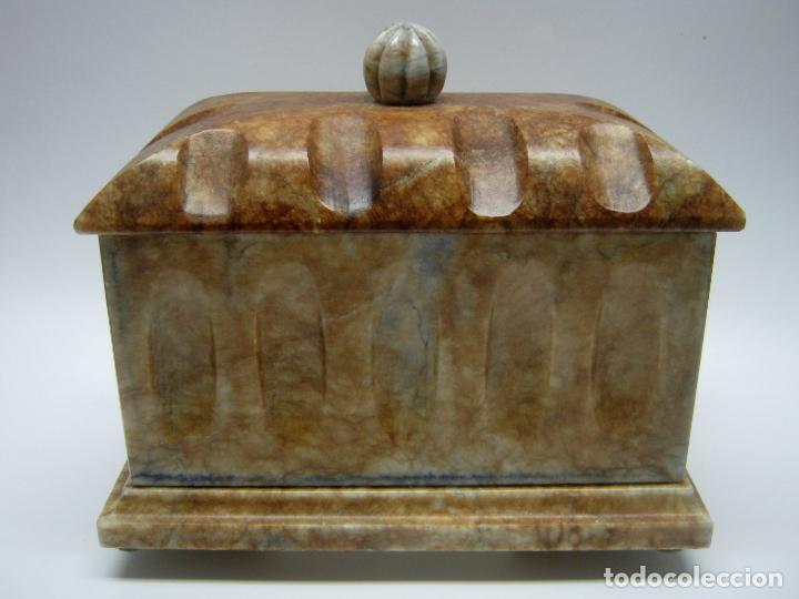 ARQUILLA TALLA EN BELLA PIEDRA PULIDA MARMOL ONIX O SIMILAR (Arte - Escultura - Piedra)