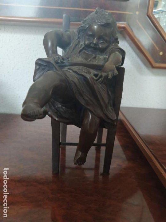 ESCULTURA BRONCE NIÑA SENTADA EN TABURETE (Arte - Escultura - Bronce)