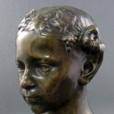 Arte: BUSTO NIÑA CON TRENZA EN BRONCE PULIDO EUGENE D PIRON FIRMADO CON SELLO DE FUNDICIÓN FRANCIA 1905. Lote 188396538