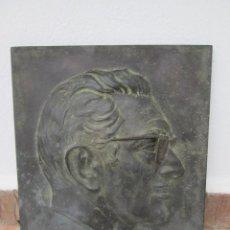 Arte: ESCULTURA DE BRONCE, ROSTRO MOLDEADO EN RELIEVE, 3,500 KG. FIRMADO C. MONTAVERDE. AÑO 1971. Lote 188498947