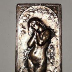 Arte: PLACA RELIEVE CON MOTIVO DE EVA. ART NOUVEAU MODERNISTA. FIRMADA F. VERNON. Lote 189342927