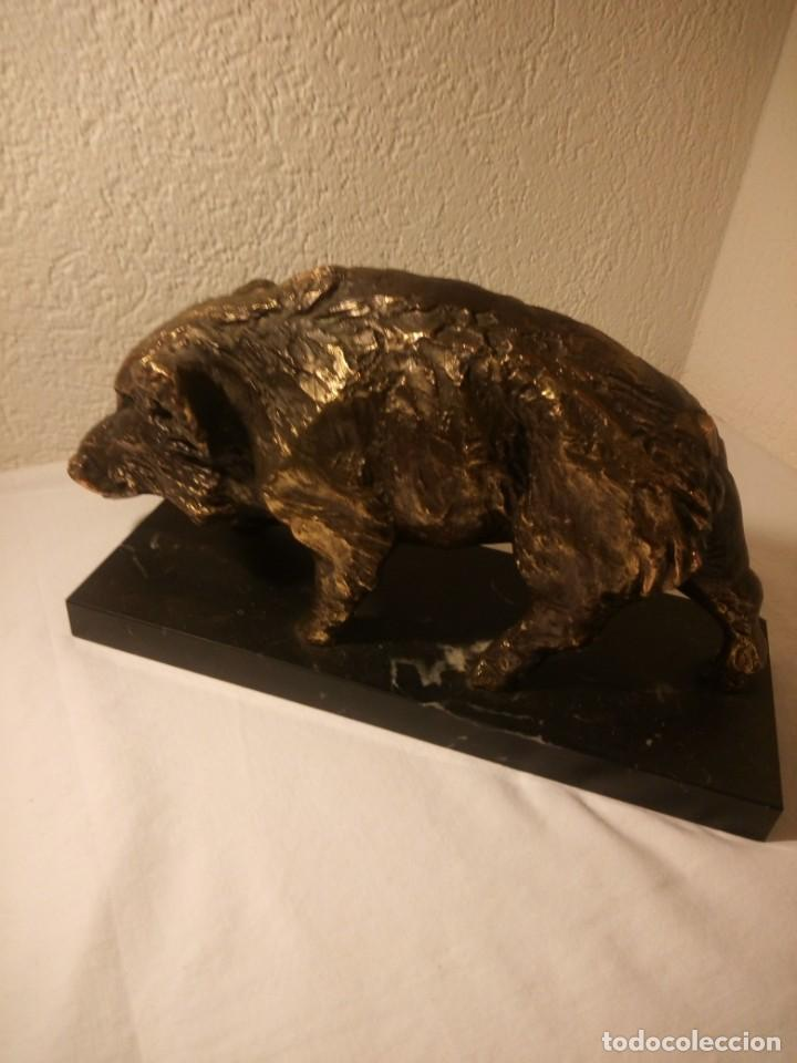 BONITO JABALÍ HECHO EN RESINA BASE DE MÁRMOL. (Arte - Escultura - Resina)