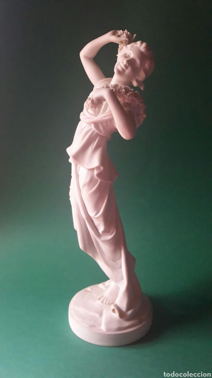 FANTÁSTICO BISCUIT PARIAN DE LA ALEGORÍA A LA PRIMAVERA DE VISTA ALEGRE PORTUGAL AÑOS 30 ? (Arte - Escultura - Porcelana)