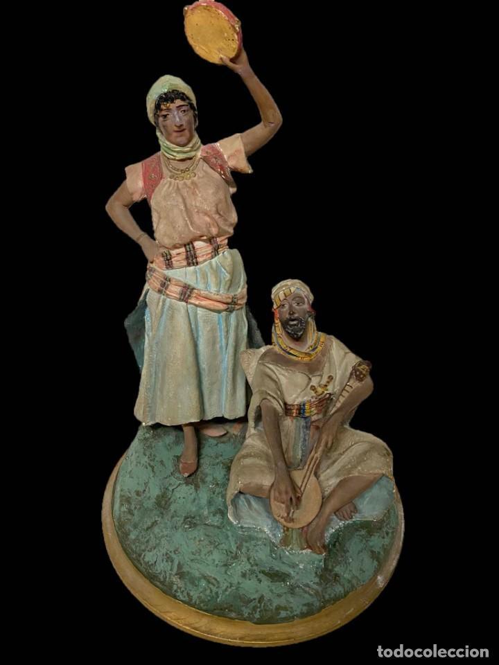 FIGURA DE ESTUCO GITANOS, MUY ANTIGUA, PRECIOSA. (Arte - Escultura - Terracota )