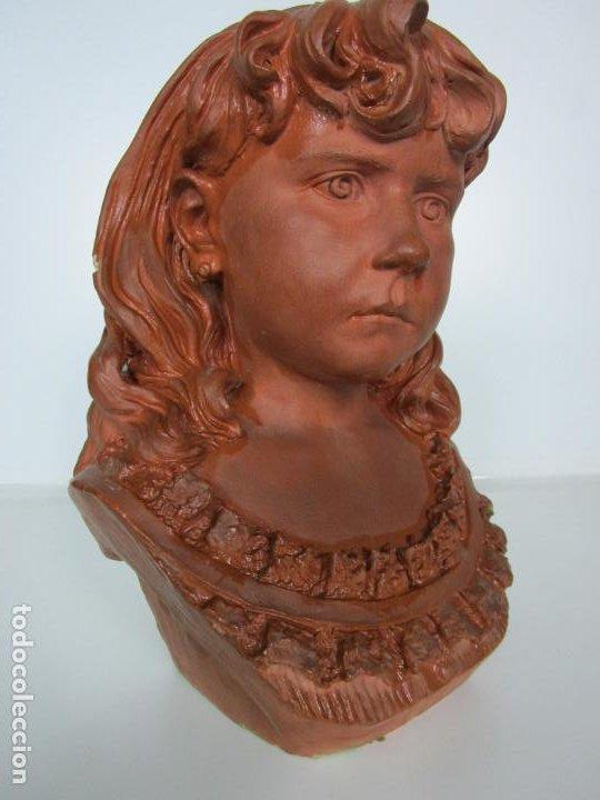 PRECIOSA ESCULTURA - BUSTO DE NIÑA - GUSTAVO OBIOLS DE DELGADO (1858-FL. 1902) - DATA 1878 (Arte - Escultura - Terracota )