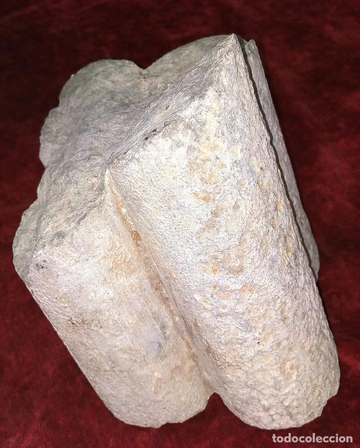 FRAGMENTO DE COLUMNA GÓTICA. PIEDRA TALLADA. ESPAÑA. SIGLO XV (Arte - Escultura - Piedra)