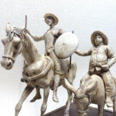 Arte: DON QUIJOTE Y SANCHO PANZA, ESCULTURA EN RESINA BASE MADERA. Lote 190907558