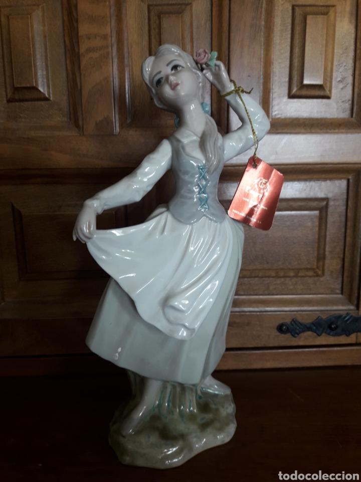 ANTIGUA FIGURA DE PORCELANA TENGRA (Arte - Escultura - Porcelana)
