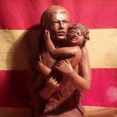 Arte: ESCULTURA - MADRE CON NIÑO .. Lote 191578435
