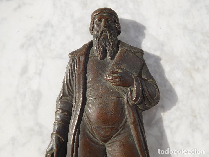 Arte: Figura antigua de bronce para colgar de Gutenberg imprenta - Foto 3 - 192147850
