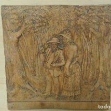 Arte: TABLA TALLADA PAREJA PASEANDO . Lote 192181211