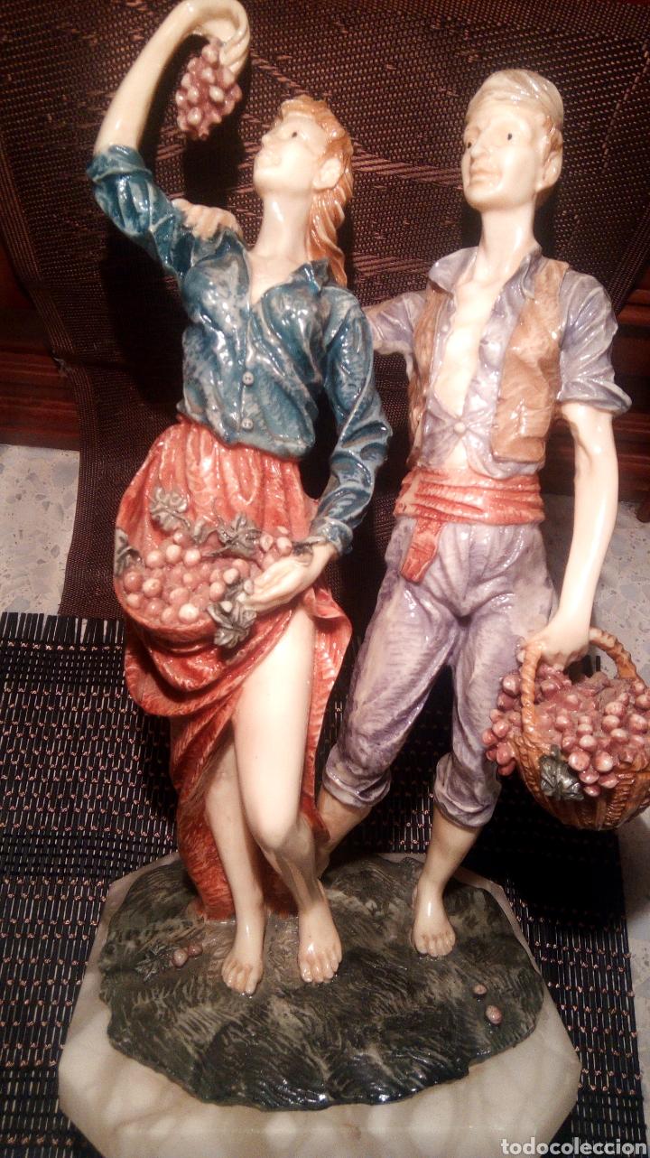 Arte: Pareja de estatuillas de porcelana con pie de mármol antiguo - Foto 2 - 192402706