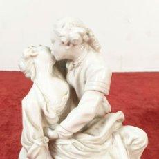 Arte: PAREJA BESANDOSE. ESCULTURA EN PORCELANA ESMALTADA. FALCONET. ITALIA. SIGLO XX. . Lote 192521658