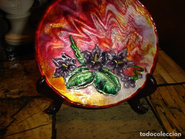 Arte: muy bonito y recogido plato en esmalte de limoges esta firmado - Foto 2 - 194113730