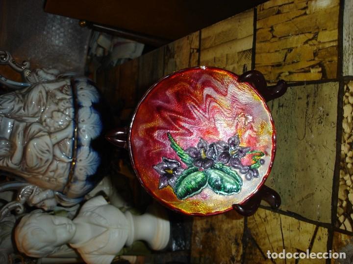Arte: muy bonito y recogido plato en esmalte de limoges esta firmado - Foto 3 - 194113730