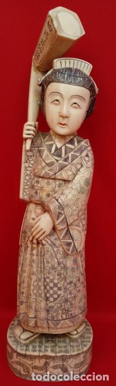 ESCULTURA DE GEISHA DE HUESO DE VACA ANIMAL SAGRADO, CIRCA 1900. 47 CMS DE ALTURA. (Arte - Escultura - Hueso)