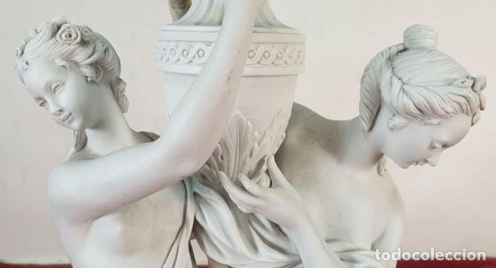 Arte: PAREJA DE VENUS. ESCULTURA EN PORCELANA. BASE DE BRONCE. SIGLO XVIII-XIX - Foto 3 - 194282847