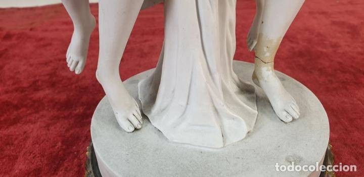 Arte: PAREJA DE VENUS. ESCULTURA EN PORCELANA. BASE DE BRONCE. SIGLO XVIII-XIX - Foto 17 - 194282847