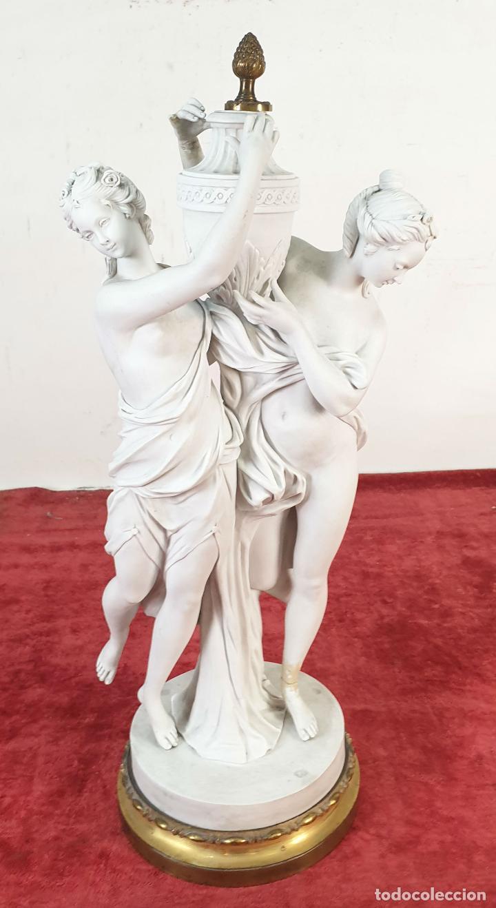 PAREJA DE VENUS. ESCULTURA EN PORCELANA. BASE DE BRONCE. SIGLO XVIII-XIX (Arte - Escultura - Porcelana)