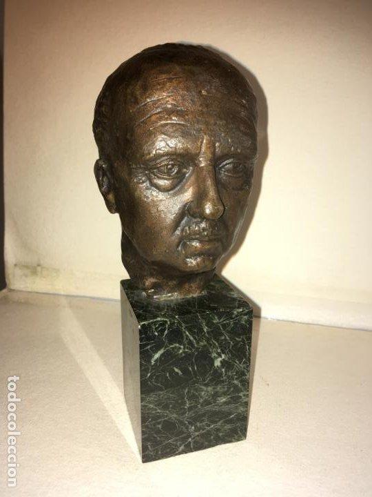 ESCULTURA BUSTO FRANCISCO FRANCO POR SANTIAGO DE SANTIAGO,20 DE MIL. AÑO 1982. 13 CMS.HISPANIA ARTE (Arte - Escultura - Bronce)