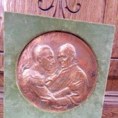 Arte: PLACA CONMEMORANDO DE LA VISITA DEL REY ALFONSO A PIO XI EN ROMA 1923. Lote 194367487