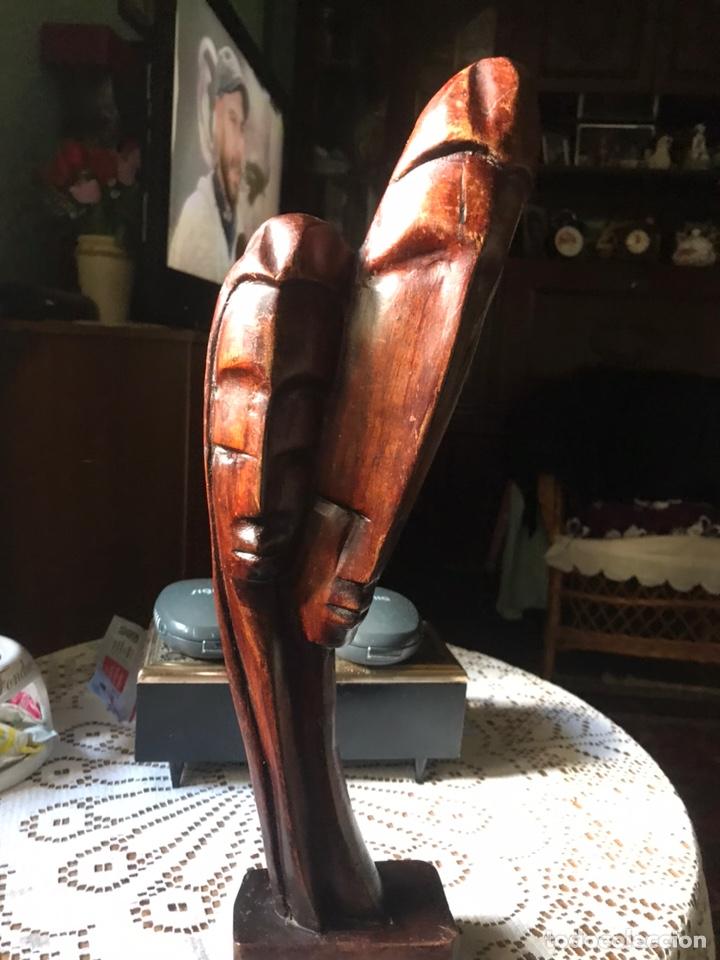 ESCULTURA DE MADERA DE CAOBA, INFLUENCIAS AFRICANAS DE 1991 (Arte - Escultura - Madera)