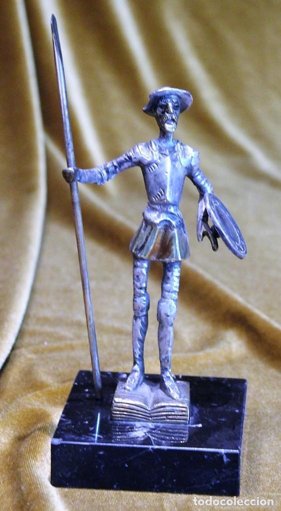 PEQUEÑA FIGURA DE D.QUIJOTE, METAL PLATEADO, SOBRE PEANA DE MÁRMOL,15 CM DE ALTURA (Arte - Escultura - Bronce)
