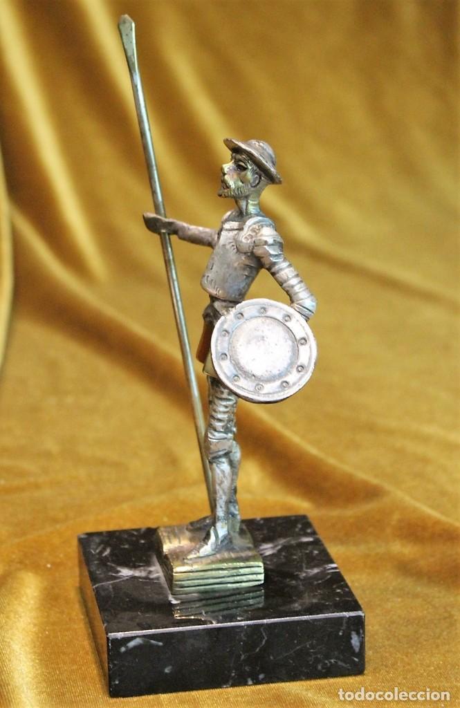 Arte: Pequeña figura de D.Quijote, metal plateado, sobre peana de mármol,15 cm de altura - Foto 2 - 194529431