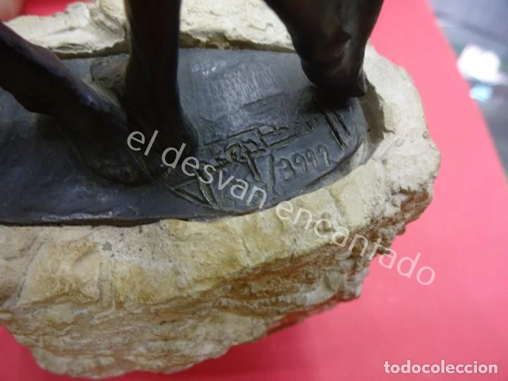 Arte: ABRAZO. Josep BOFILL. Escultura firmada y numerada en bronce sobre piedra. 32 ctms - Foto 3 - 194598161