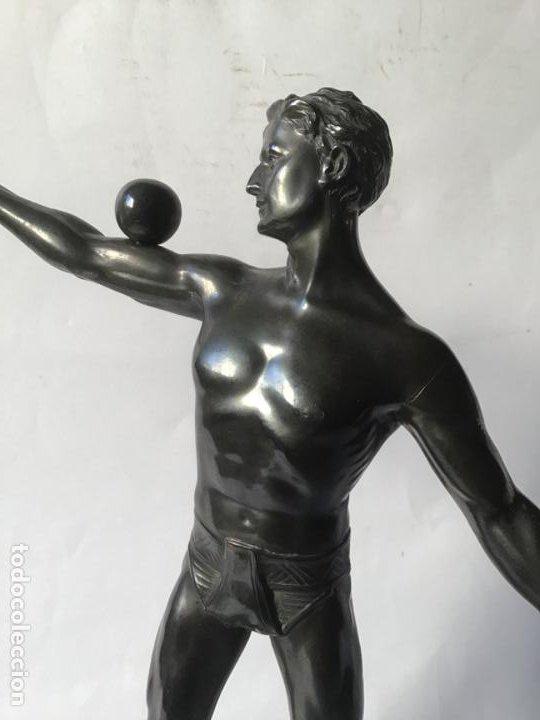 Arte: MARAVILLOSA Y ANTIGUA ESCULTURA ART DECO , DEPORTISTA DESNUDO DE EPOCA - Foto 4 - 194718623