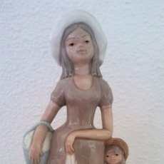 Arte: FIGURA PORCELANA MUJER TIPO LLADRÓ. Lote 195087943