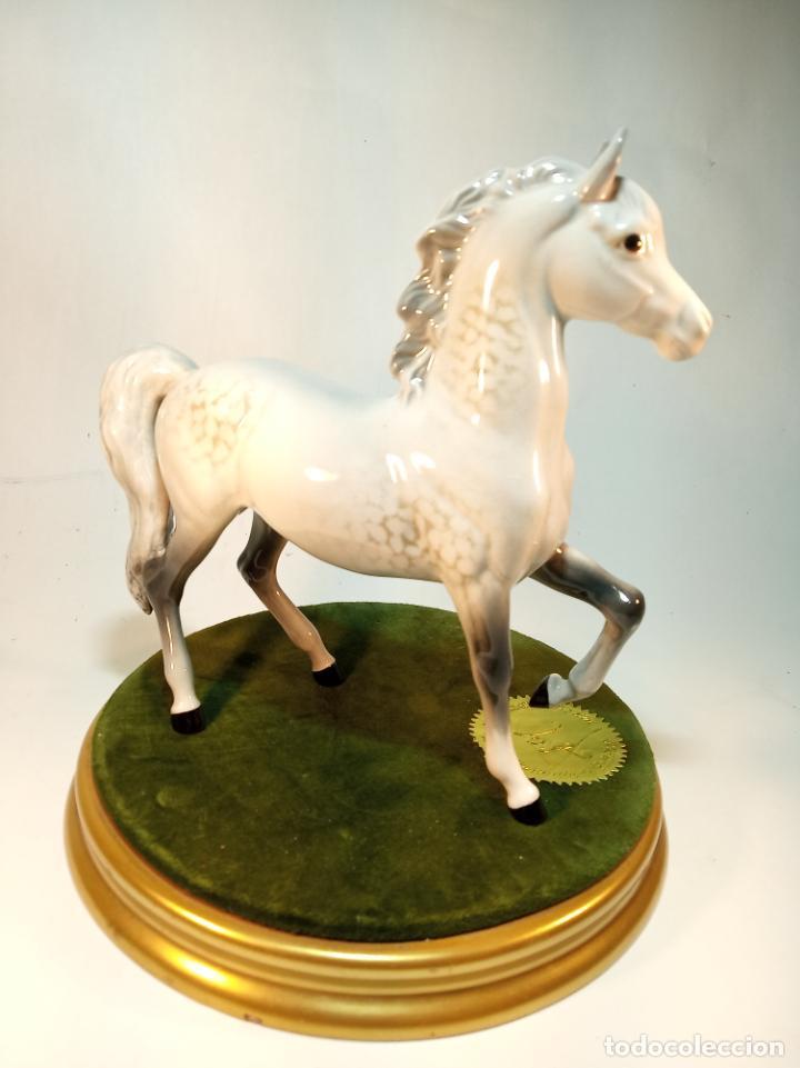 Arte: Precioso caballo blanco en porcelana esmaltada. Beswick England. 17 cm. - Foto 3 - 195223138