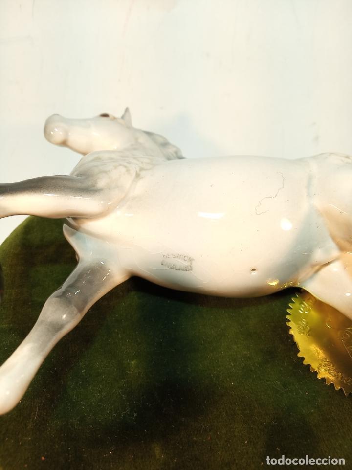 Arte: Precioso caballo blanco en porcelana esmaltada. Beswick England. 17 cm. - Foto 4 - 195223138