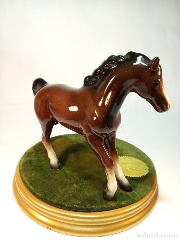 Arte: Precioso caballo marrón en porcelana esmaltada. Beswick England?. 14 cm. - Foto 2 - 195223408