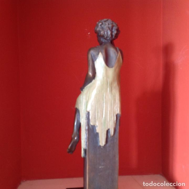 Arte: Escultura de bronce. Mujer sentada. Peana de mármol. Firmada. Pieza única. - Foto 4 - 195224931