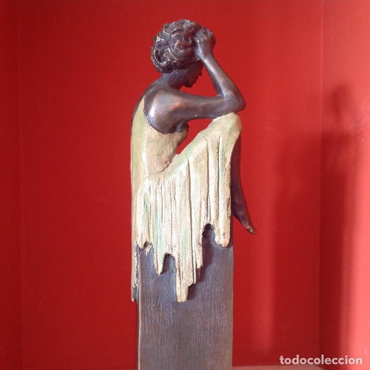 Arte: Escultura de bronce. Mujer sentada. Peana de mármol. Firmada. Pieza única. - Foto 5 - 195224931