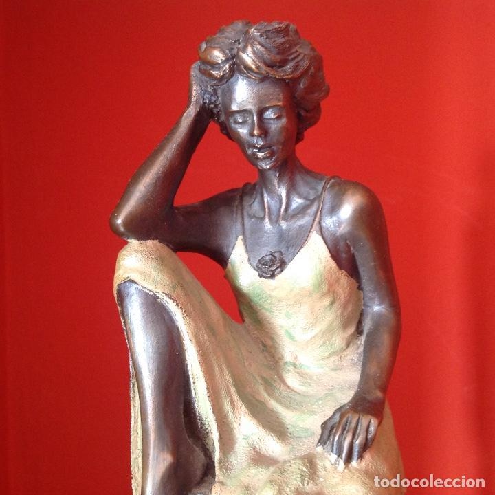 Arte: Escultura de bronce. Mujer sentada. Peana de mármol. Firmada. Pieza única. - Foto 7 - 195224931