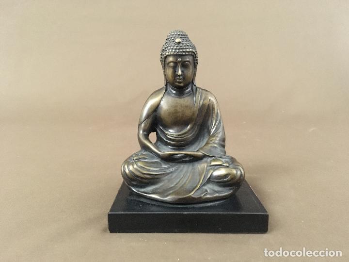FIGURA DE BRONCE BUDA THAI SENTADO CON PEANA MADERA (Arte - Escultura - Bronce)