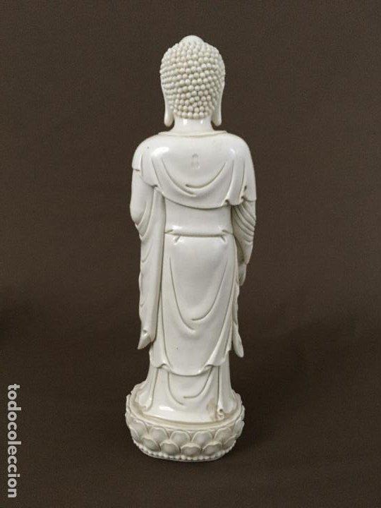 Arte: Buda de pie sobre flor de Loto de porcelana - Foto 3 - 195273102