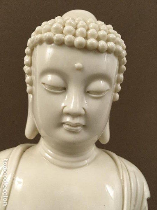 Arte: Buda de pie sobre flor de Loto de porcelana - Foto 4 - 195273102
