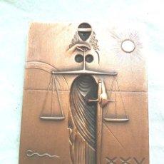 Arte: ESCULTURA SUBIRACHS JUSTICIA 25 ANYS LINGOTE DE COBRE. MED. 5,50 X 7 X 0,80 CM, PESO 300 G. Lote 195359473