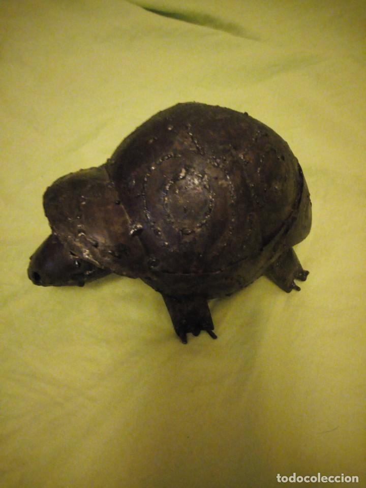 Arte: Bonita tortuga hecha de retales de metal,chapa.balancea la cabeza - Foto 2 - 195932688
