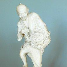 Arte: SUPERBE OKIMONO EN IVOIRE – SIGNÉ (LAQUE ROUGE) - JAPON PÉRIODE MEIJI (1868/1912) CA. 1890-1900.. Lote 195980977