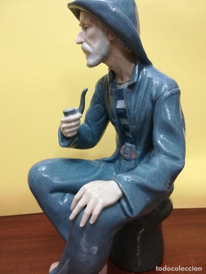 Arte: Magnifica figuara de porcelana Nao de un señor fumando en pipa - Foto 5 - 196114191