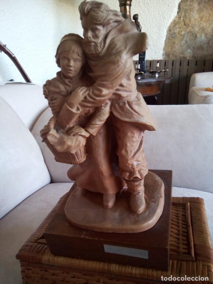 *ESCULTURA JOSEP BOFILL. 28 CM. (RF:BM/H) (Arte - Escultura - Resina)