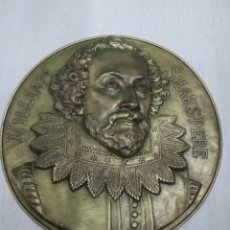 Arte: ANTIGUA GRAN PLACA WILLIAM SHAKSPERE SHAKESPEARE 53 CM EN BRONCE CON RELIEVE. Lote 196649890