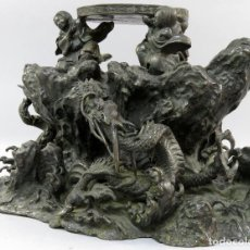 Arte: BASE EN BRONCE CINCELADO Y ESCULPIDO TRES FIGURAS Y DRAGONES CHINA SIGLO XIX. Lote 196771752
