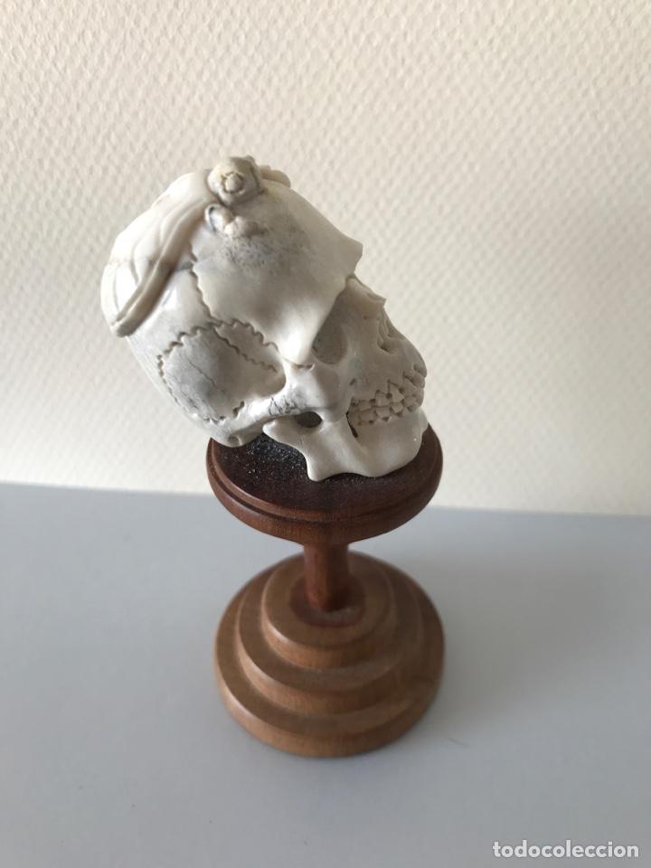 Arte: Memento Morí. Hueso tallado y base torneada de madera. Mitad siglo XIX - Foto 3 - 196845032