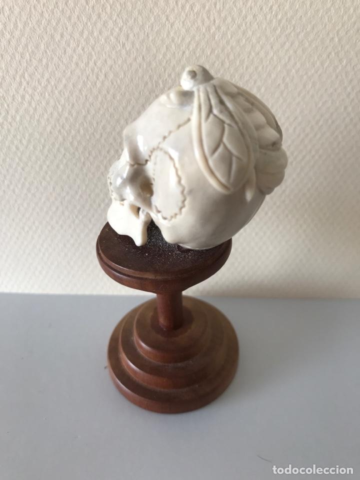 Arte: Memento Morí. Hueso tallado y base torneada de madera. Mitad siglo XIX - Foto 5 - 196845032